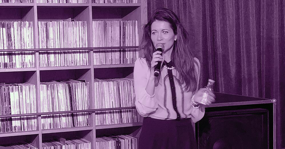 Mihályi Réka énekesnő és pálinkarajongó dalaival nyitotta meg a Balaton Open sajtótájékoztatót | Pálinkák és Párlatok